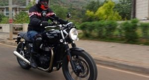 Triumph Street Twin motion front