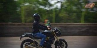 Mahindra Mojo Riding