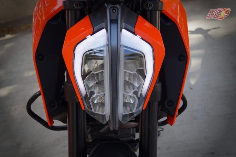 2017 KTM Duke 390 headlamp