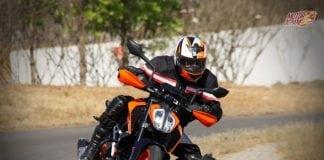 2017 KTM Duke 390 motion 1