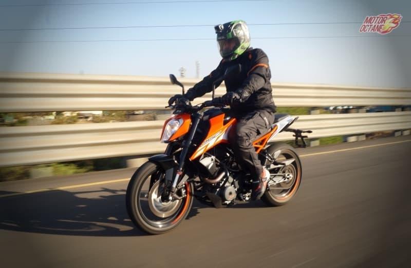 KTM Duke 250 motion 1
