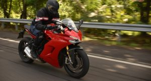 Ducati Supersport S motion 1