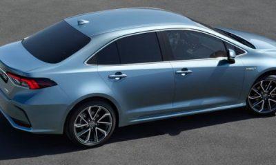 2019 Toyota Corolla Altis side 2