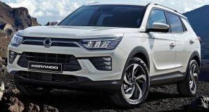 2020 Mahindra XUV500 front
